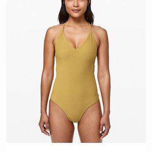 Lululemon poolside pause one piece swimsuit size 4
